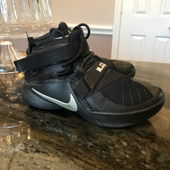 "73e2d8d4644e Nike kids ""Lebron"" Soldier IX basketball shoes. M 5ac55594fcdc31a5b8824420"